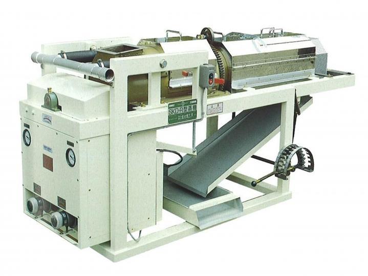 SKDR型 他社に先駆けて開発したロータリー蒸機です。